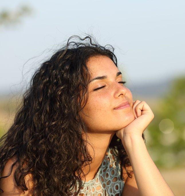 woman-restful-meditation2